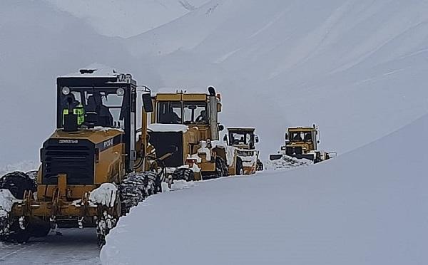Дорогу к границе Грузии с Россией начали расчищать от снега