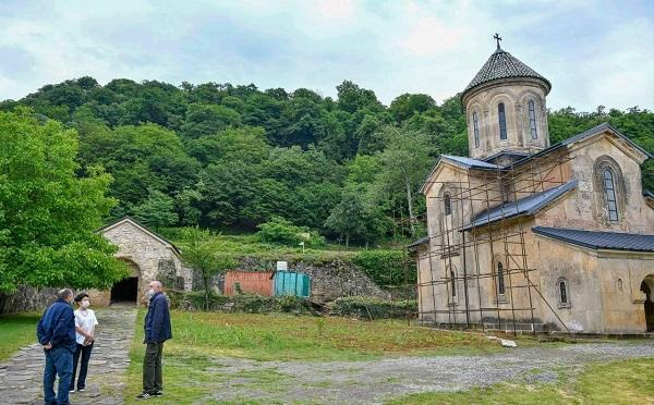 По информации замминистра культуры, группа иностранных экспертов находится в Гелати и изучает ситуацию на месте