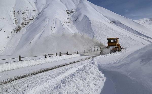 На участке Гудаури-Коби запрещено движение автотранспорта с прицепом
