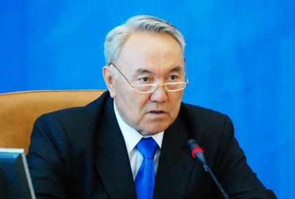 Президент Казахстана Нурсултан Назарбаев  просит Обаму активнее помочь Украине