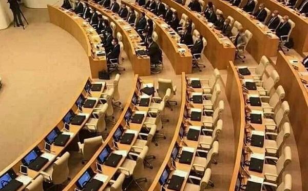 Парламентское большинство воздерживается от аннулирования мандатов оппозиции
