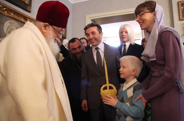 Бидзина Иванишвили с семьей, лично поздравили Патриарха всея Грузии