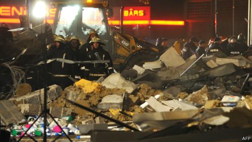 В Риге 18 погибших при обрушении торгового центра