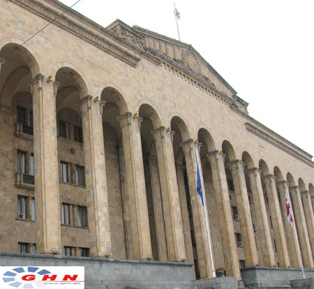 У Парламента Грузии прошла акция в поддержку «TV 25»