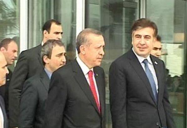 Президент Грузии и премьер-министр Турции лично встретили заложников сомалийских пиратов