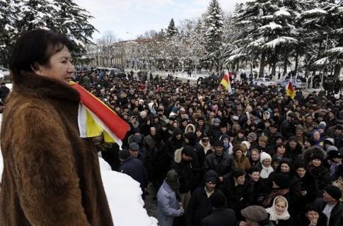 Сторонники Аллы Джиоевой вновь митингуют в Цхинвали